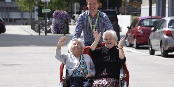 senioren in riksja