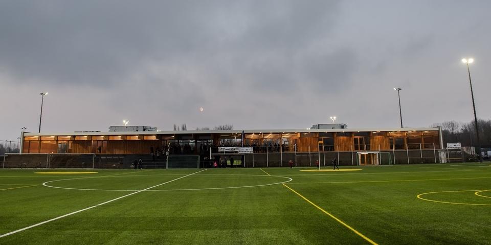 Nieuw sportgebouw en kunstgrasvelden Park Groot Schijn