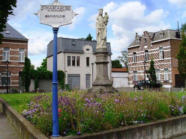 Mariaplein in Sint-Mariaburg - Ekeren - 2012