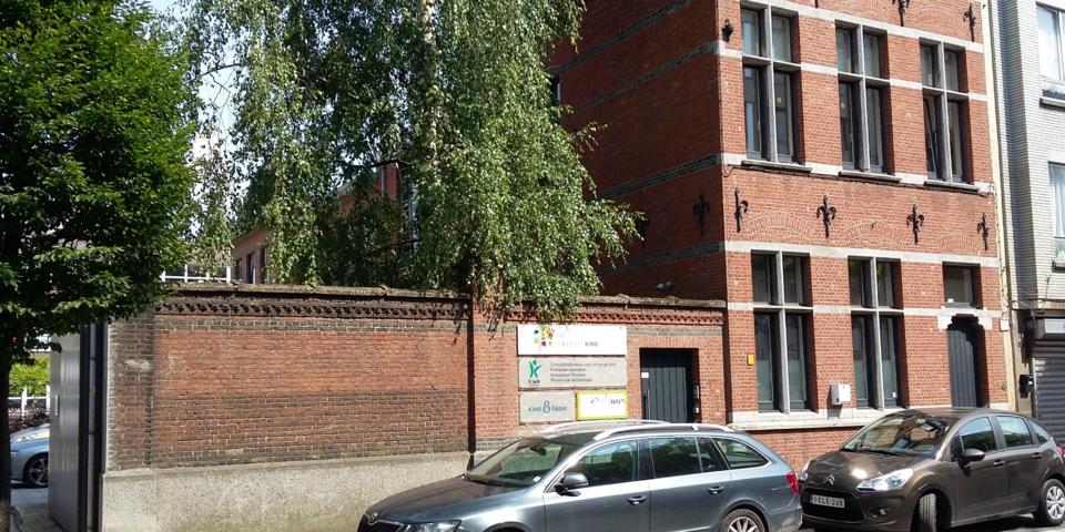 De gevel van het Huis van het Kind Antwerpen-Noord Pothoek.