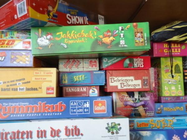 spelletjes spelen is één van de vele activiteiten in de paasvakantie.