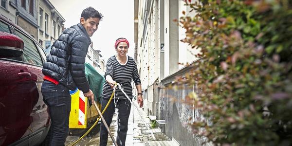 Borgerhoutenaren poetsen de straat