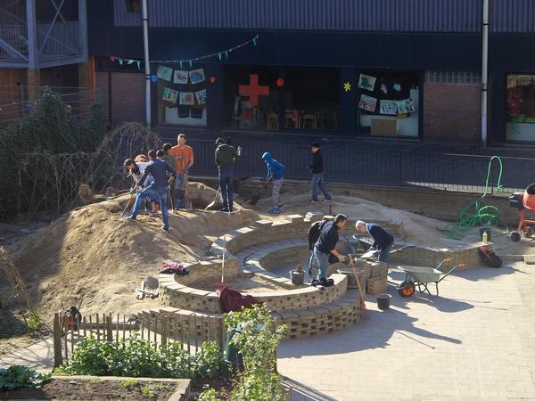 Het amfitheater wordt gebouwd