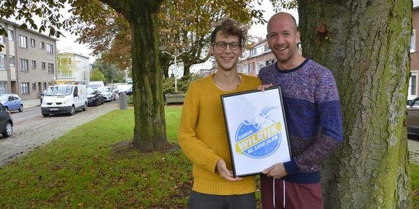 Nick en Sven met het nieuwe logo voor 1250 jaar Wilrijk