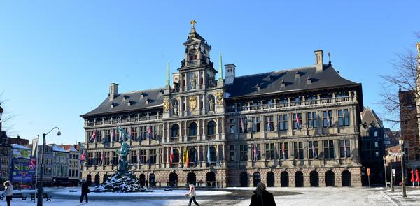 Voorgevel stadhuis van Antwerpen