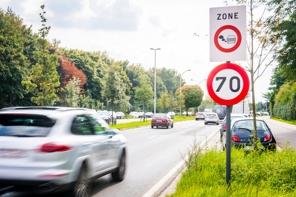 Autoweg met bordje zone LEZ