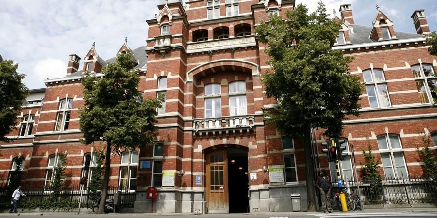 Het voorgebouw van het Stuivenbergziekenhuis.