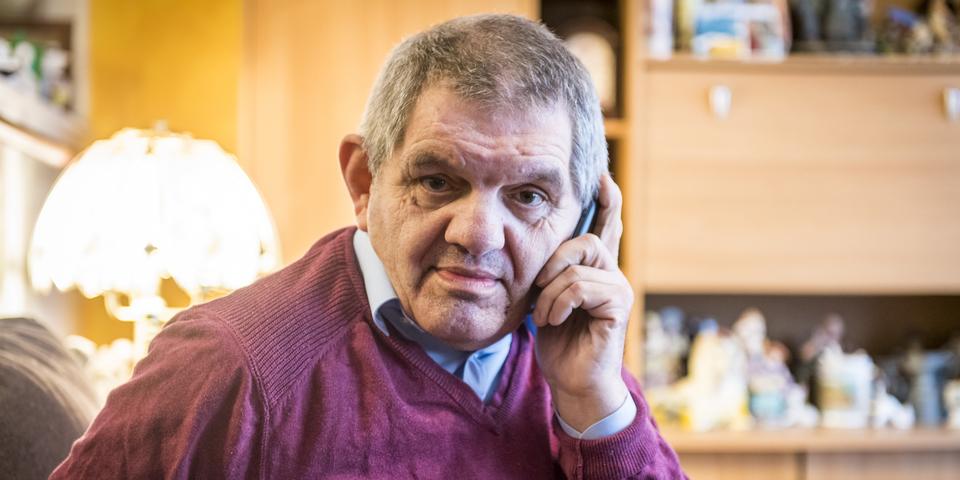 Ronald Van Hecke aan de telefoon