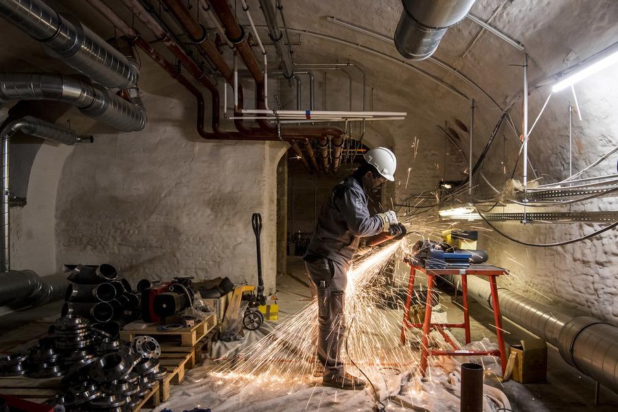 nieuwe technieken en leidingen in kelder stadhuis Antwerpen