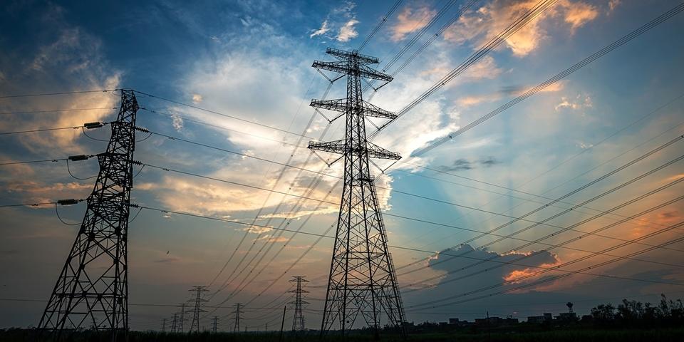 Twee elektriciteitspalen