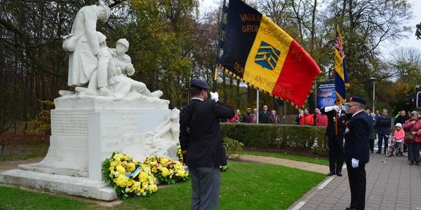 Deurne herdenkt wapenstilstand met bloemenhulde en Last Post