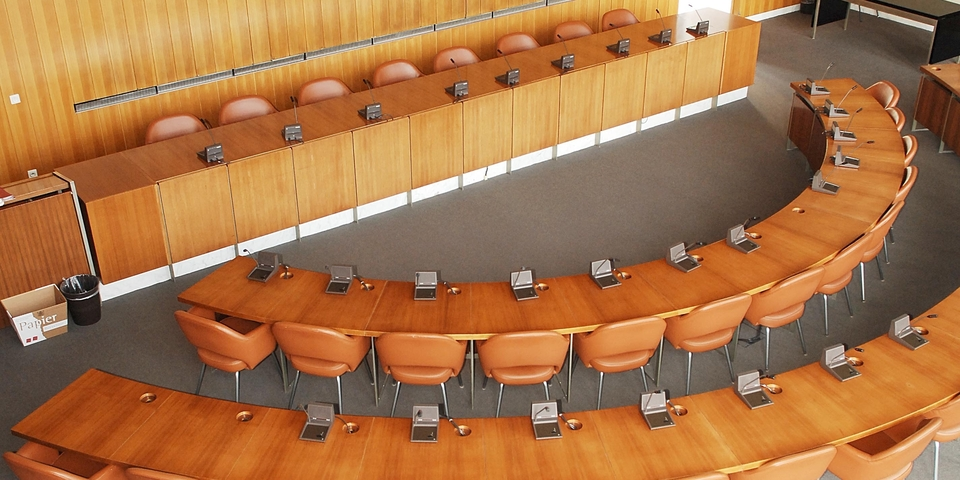 Raadzaal in het districtshuis van Deurne