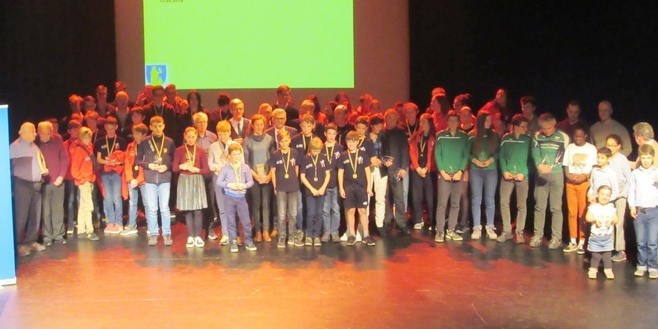 Groepsfoto van de Wilrijkse sportkampioenen van 2018