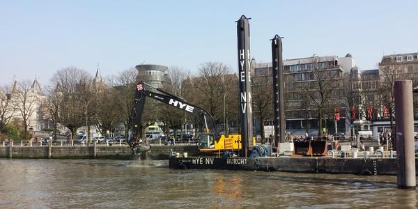 Baggerwerken aan het ponton Steenplein