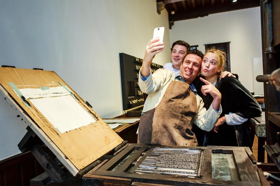 Zelf aan de slag met een oude drukpers in Museum Plantin-Moretus in Antwerpen