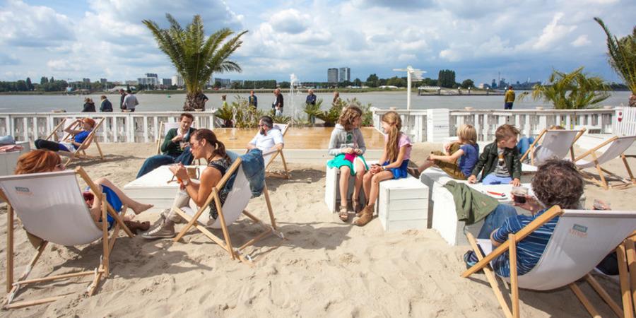 Strandbar Bocadero aan de Schelde