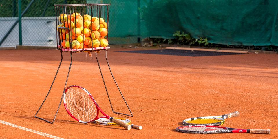 tennisballen en -raketten