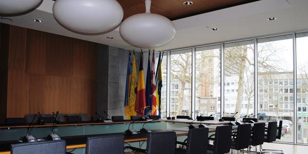 De raadzaal van het Wilrijkse districtshuis.