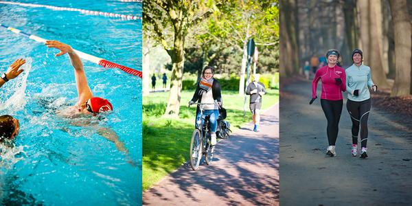 Mensen die zwemmen, fietsen, lopen voor een triatlon