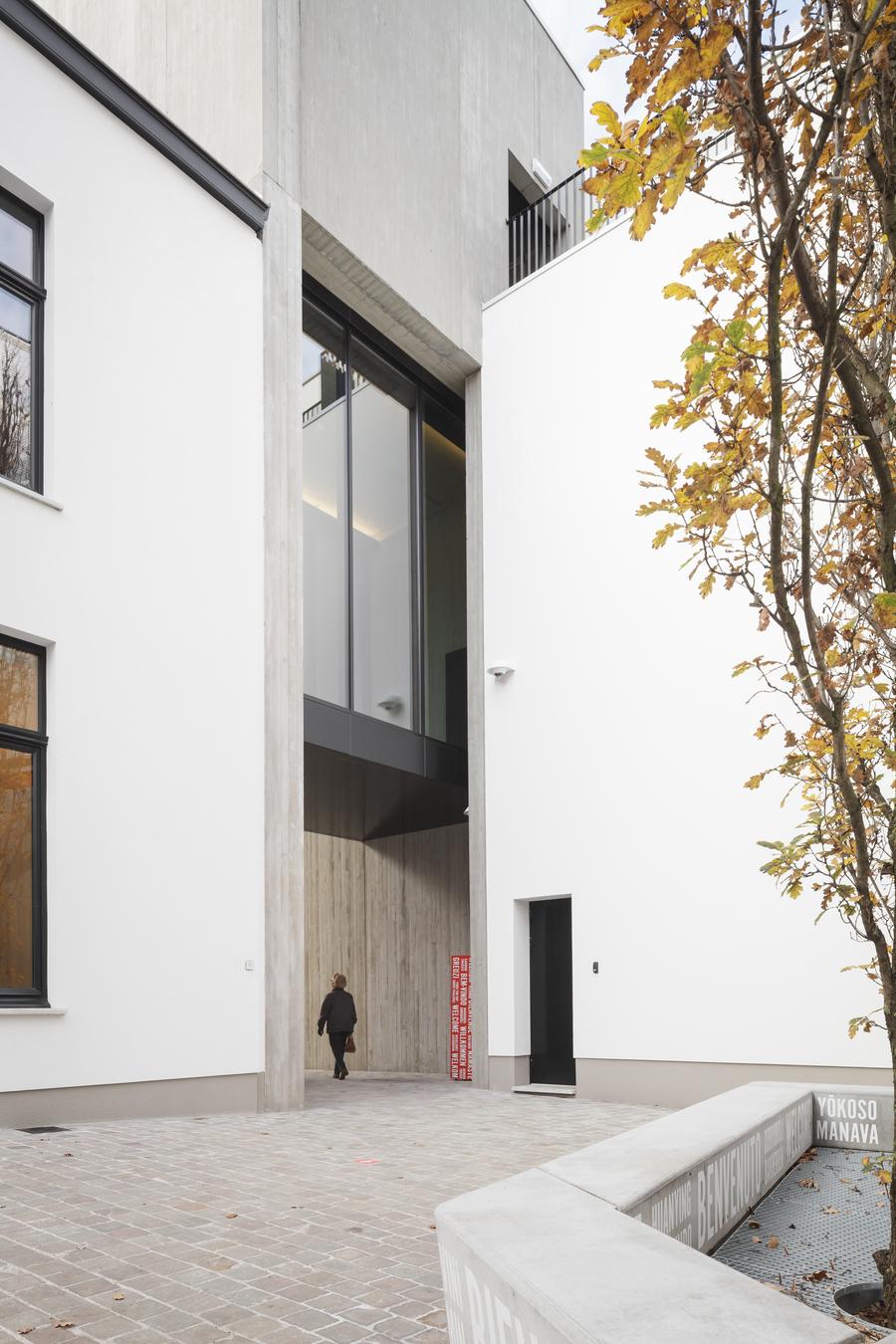 Bestaande architectuur en nieuwe architectonische ingrepen lopen naadloos in elkaar over.