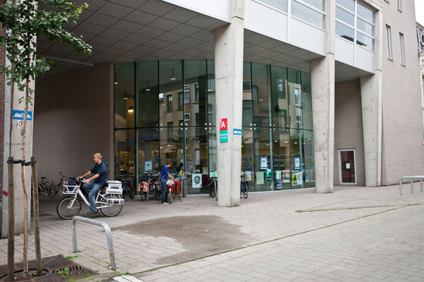 Ingang bibliotheek De Poort