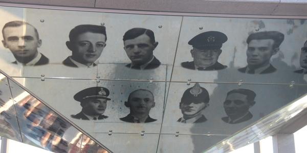 De oorlogswouten weerspiegeld in het Vredesmonument Deurne