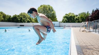 Neem een frisse duik in de Antwerpse openluchtzwembaden