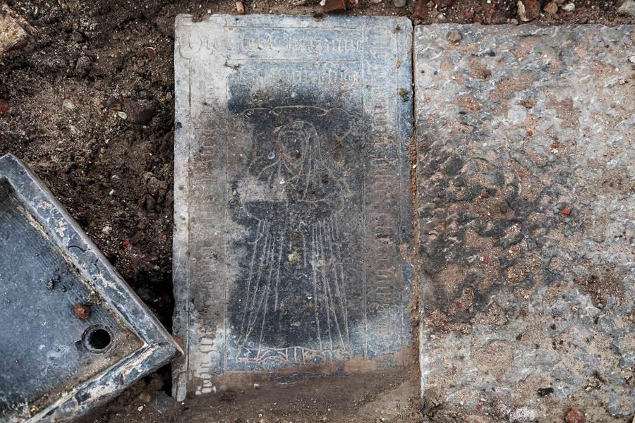 Archeologen vonden een grafsteen terug van één van de kloosterzusters.