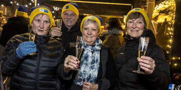 Inwoners van Wilrijk heffen samen het glas tijdens de vorige nieuwjaarsdrink