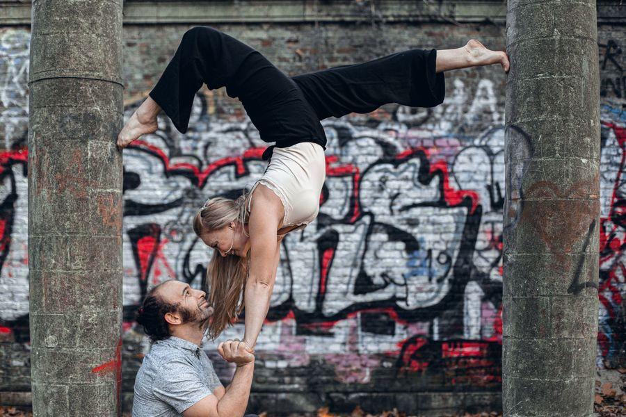 Twee acrobaten in actie