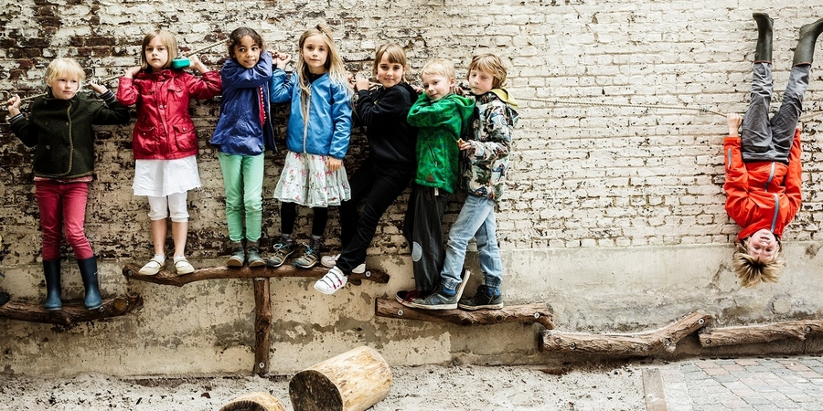 Optimaal gebruik van de muren op de speelplaats van de Steinerschool