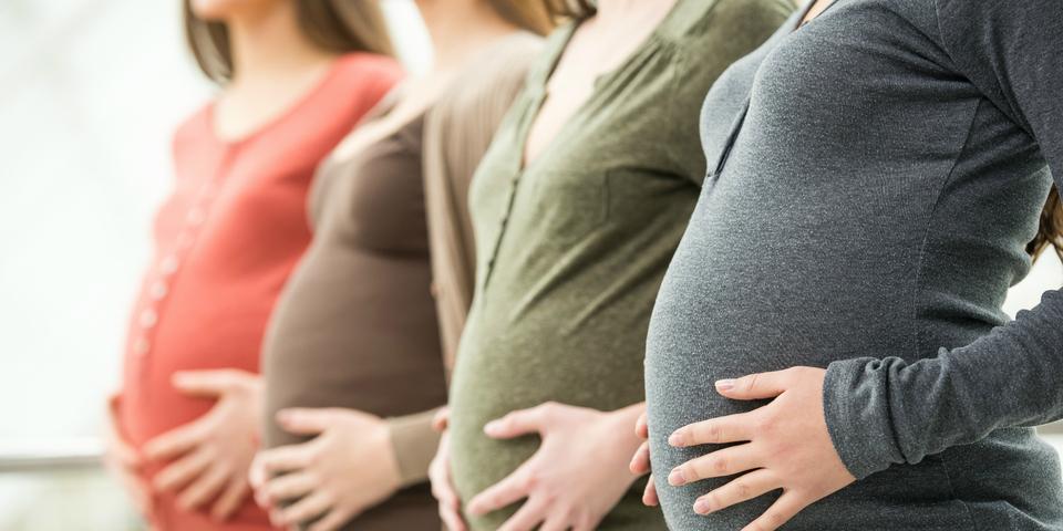 Vier zwangere vrouwen.