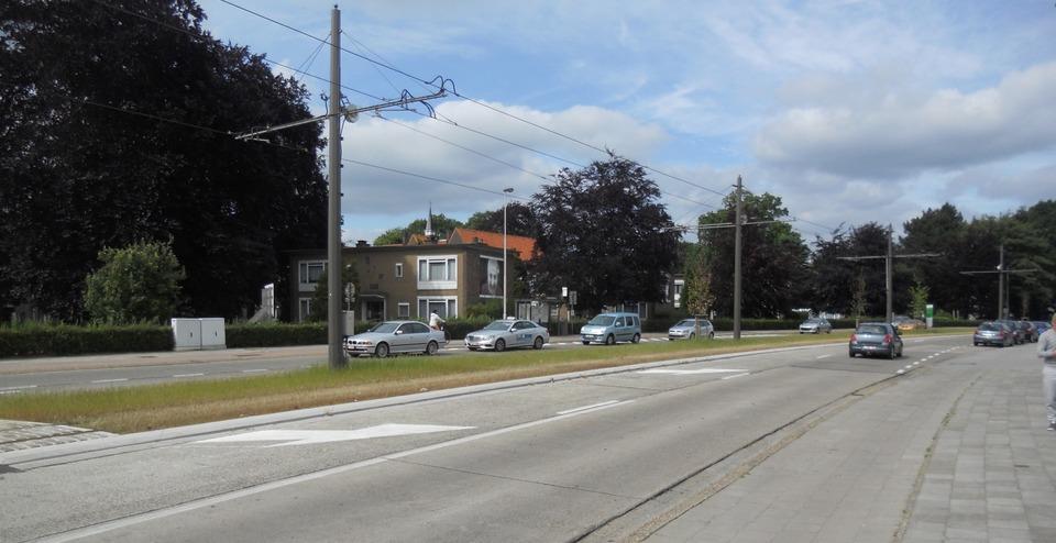 Heraanleg voetpaden, fietspaden en rijbaan Ruggeveldlaan