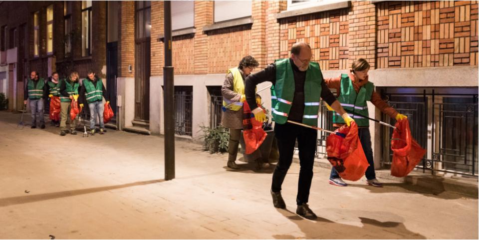 Antwerpenaars ruimen zwerfvuil op.