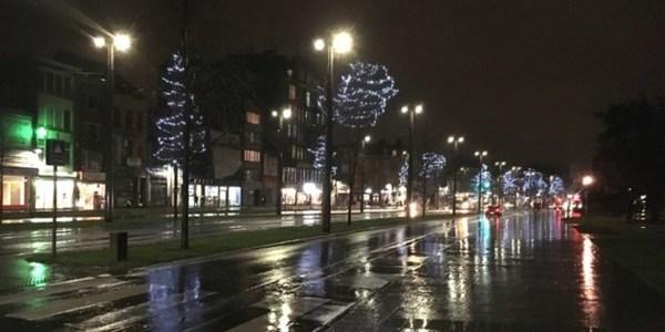 eindejaarsverlichting op de Bredabaan in Merksem