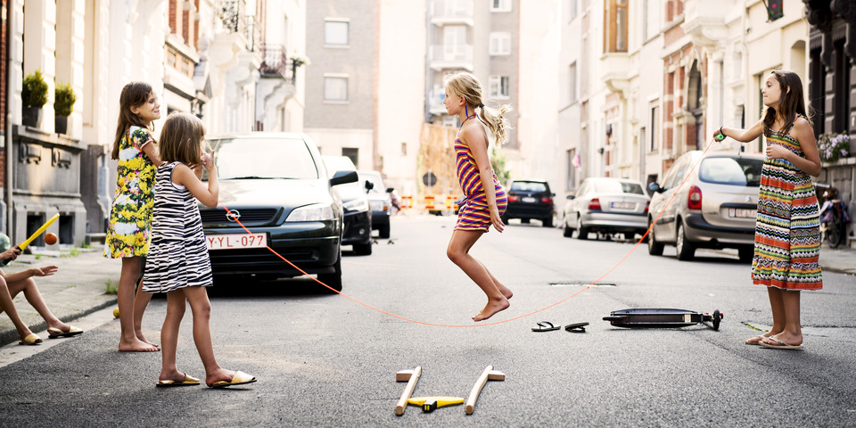 Kinderen spelen in een speelstraat