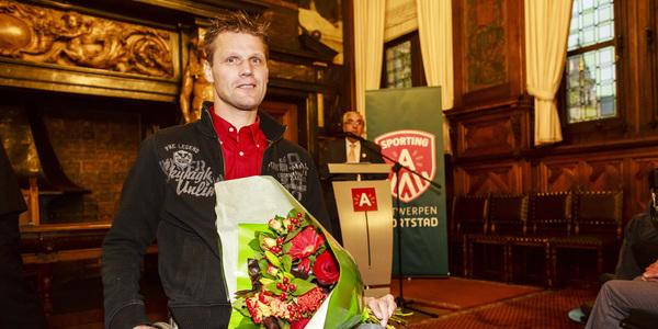 Peter Genyn kreeg bloemen voor zijn twee prachtige gouden medailles.