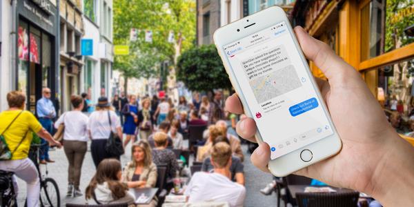 Smartphone toont vraag in Ask Antwerp