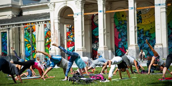 Yoga in het Harmoniepark