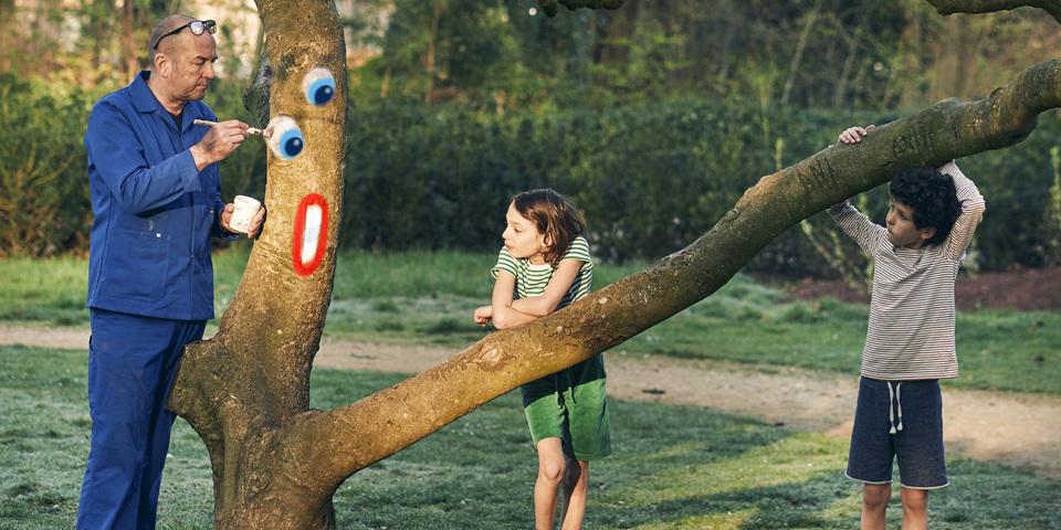 ZAZA beschildert de bomen in het Boekenbergpark