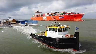 Ponton nieuwe cruiseterminal ligt op zijn plaats aan het Steenplein