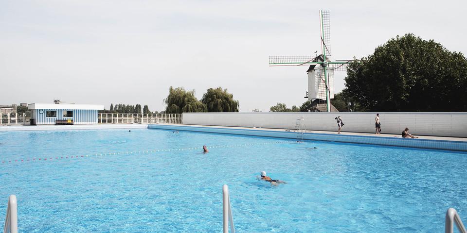 Overzichtsbeeld van openluchtwembad De Molen