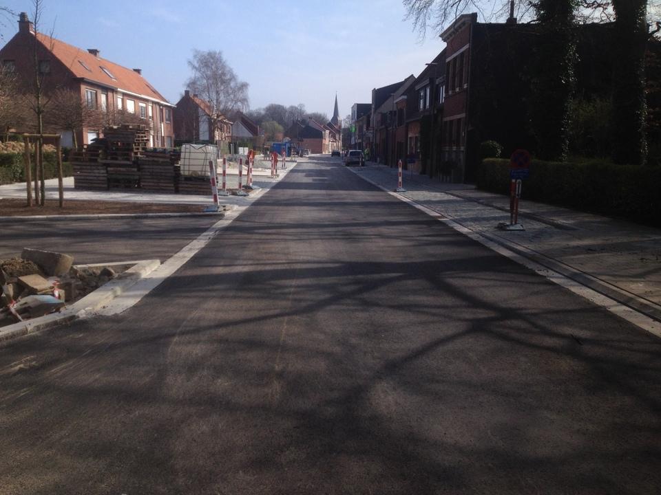 Nieuwe Prinshoeveweg net voor ze werd open gesteld.