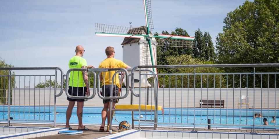 Redders bij zwembad De Molen