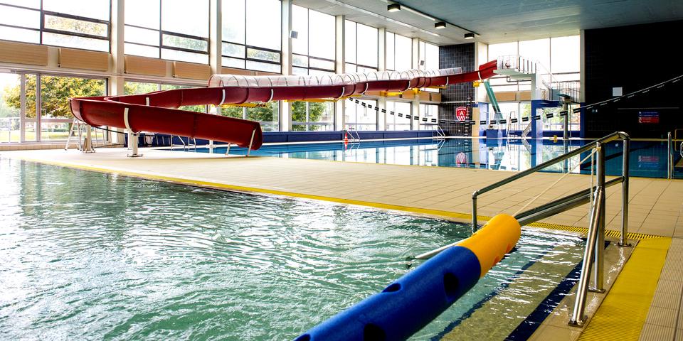 Zwembad arena in deurne zwembaden sporting a for Zwembad belgie