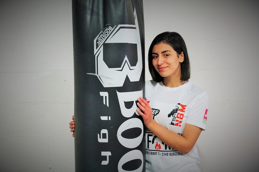 Amira aan de bokszak