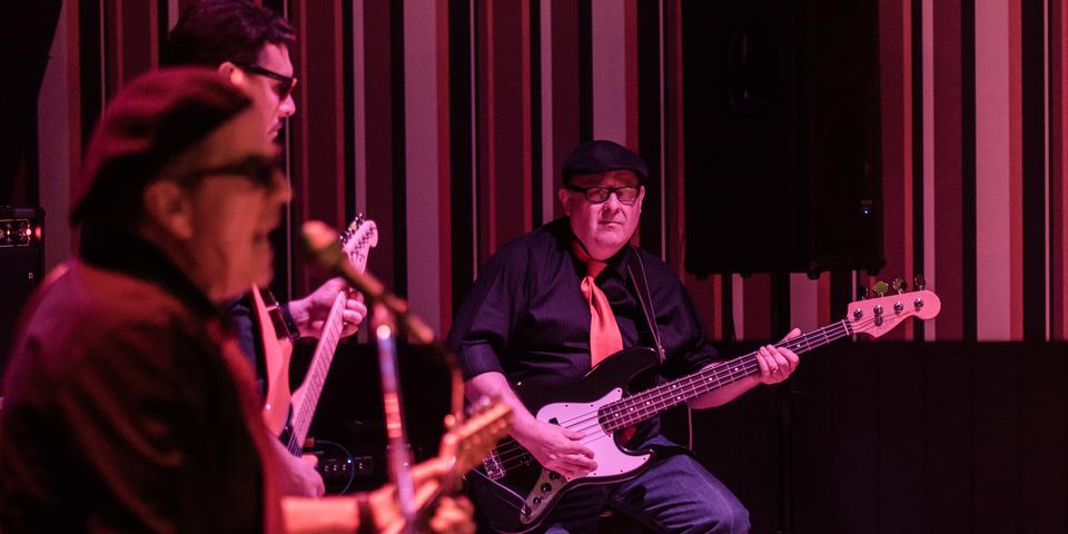 Rockoptreden met drie gitaristen