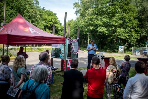 Op vrijdag 2 juni verzamelden een groep wandelaars aan de infototem van landschap Zuidelijke Kamers in Hoboken, voor een speech door schepen Rob Van de Velde en de begeleide wandeling met gidsen van de stad en Natuurpunt.