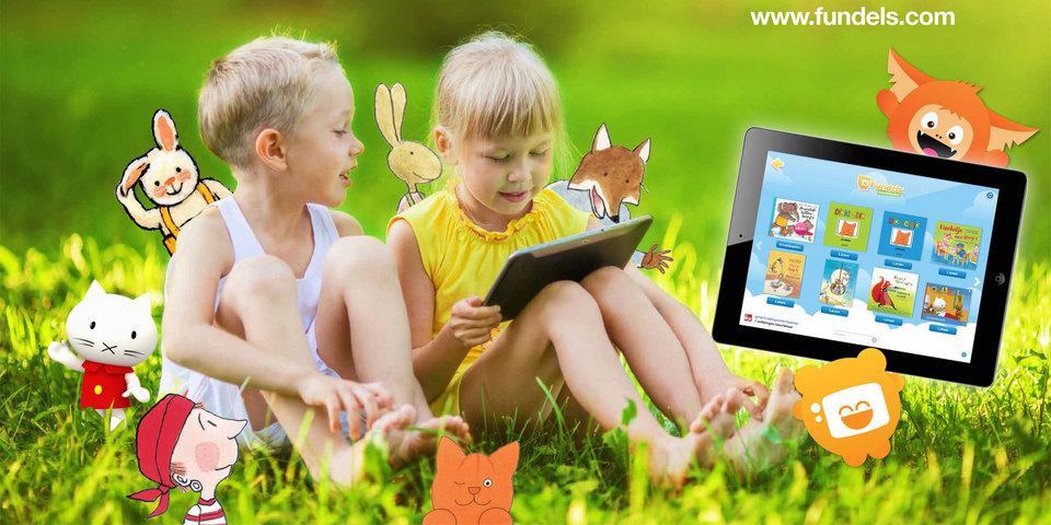 Kinderen lezen Fundels op een tablet
