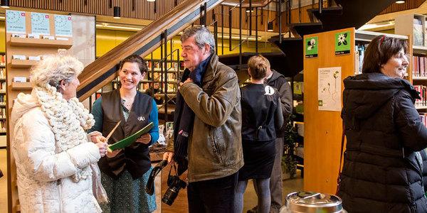 Klanten in bibliotheek Driehoek